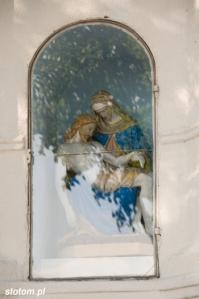 Cielęta | Pieta w kapliczce | od południa | 2013-08-16