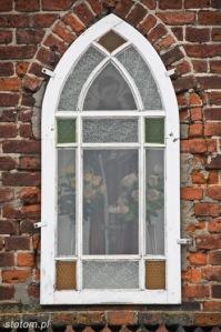 Kuźnica   figura św. Antoniego w kapliczce   od południowego-zachodu   stan na 2013-12-12
