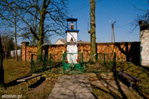 Lipienek | kapliczka św. Jana Nepomucena | od wschodu | stan na 2013-03-18
