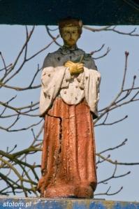 Lipienek | figura św. Jana Nepomucena a kapliczce | od wschodu | stan na 2013-03-18
