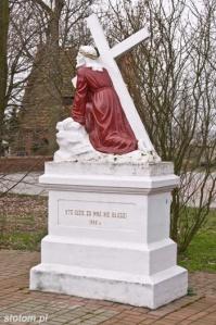 Papowo Toruńskie | figura Chrystusa Upadającego | od północy | stan na 2013-03-27