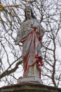 Karnkowo | figura Jezusa Chrystusa w kapliczce | od południowego-wschodu | stan na 2013-10-30
