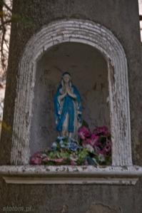Karnkowo | figura Matki Boskiej w kapliczce | od południowego-wschodu | stan na 2013-10-30