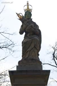 Warszawa | figura Matki Boskiej Passawskiej | figura | od północy | stan na 2013-04-17