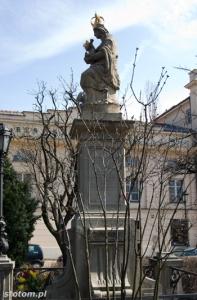 Warszawa | figura Matki Boskiej Passawskiej | widok ogólny | od zachodu | stan na 2013-04-17