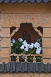 Bukowina Tatrzańska | kapliczka Chrystusa Frasobliwego | fragment | od południowego-wschodu | stan na 2015-07-17