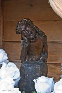 Bukowina Tatrzańska | figura Chrystusa Frasobliwego w kapliczce | od południowego-wschodu | stan na 2015-07-17