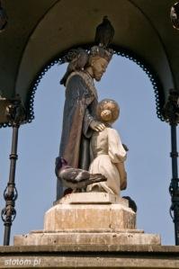 Nowy Targ | figura św. Jana Kantego w kapliczce | od południa | stan na 2015-07-19