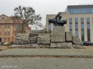 Toruń   pomnik Artylerii Polskiej   widok ogólny   od północnego-wschodu   stan na 2015-11-03