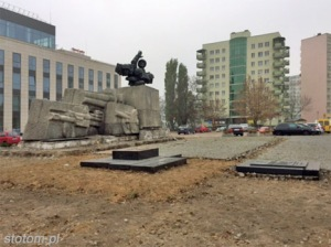 Toruń   pomnik Artylerii Polskiej   widok ogólny   od wschodu   stan na 2015-11-03