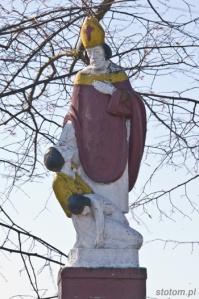 Nawra   figura św. Mikołaja   widok ogólny   od północnego-wschodu   stan na 2015-03-17