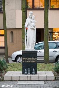 Gdynia   figura Matki Boskiej   widok ogólny   od zachodu   stan na 2013-12-11