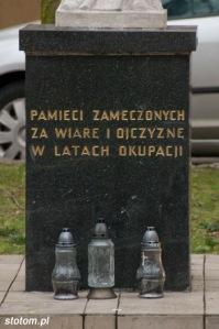 Gdynia   cokół pod figurą Matki Boskiej   widok ogólny   od zachodu   stan na 2013-12-11
