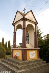 Brzozowo | kapliczka Matki Boskiej Królowej Polski | widok ogólny | od północnego-zachodu | stan na 2016-03-31