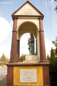 Brzozowo | kapliczka Matki Boskiej Królowej Polski | widok ogólny | od zachodu | stan na 2016-03-31