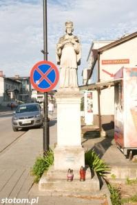 Busko-Zdrój | figura św. Jana Nepomucena | widok ogólny | od zachodu | stan na 2016-07-12
