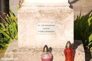 Busko-Zdrój | figura św. Jana Nepomucena | fragment | od zachodu | stan na 2016-07-12