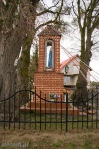 Młyniec Pierwszy | kapliczka Matki Boskiej | widok ogólny | od południowego-wschodu | stan na 2016-03-18
