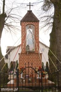 Młyniec Pierwszy | kapliczka Matki Boskiej | widok ogólny | od północnego-wschodu | stan na 2016-03-18