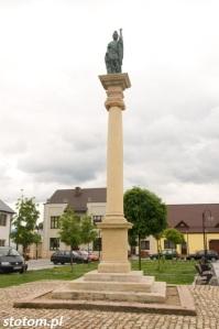 Bodzentyn | figura św. Floriana | widok ogólny | od zachodu | stan na 2016-07-18