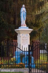 Głogowo | figura Matki Boskiej | widok ogólny | od północnego-wschodu | stan na 2016-09-09