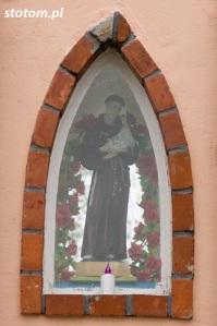 Kisielice | kapliczka św. Antoniego | fragment |  od zachodu | stan na 2016-10-12