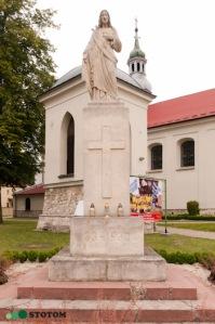 Busko-Zdrój | figura Jezusa Chrystusa | widok ogólny | od południowego-wschodu | stan na 2016-07-16