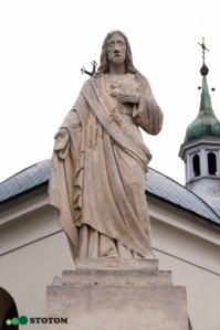 Busko-Zdrój | figura Jezusa Chrystusa | fragment | od południowego-wschodu | stan na 2016-07-16