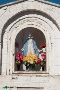 Kruszynki | kapliczka Matki Boskiej | fragment | od południa | stan na 2016-09-15