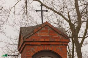 Toruń | kapliczka cmentarna Matki Boskiej w Kaszczorku | fragment | od południowego-zachodu | stan na 2017-01-26