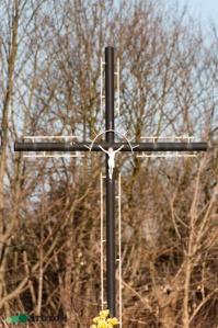 Brzozówka | krzyż | fragment | od południowego-zachodu | stan na 2017-02-11